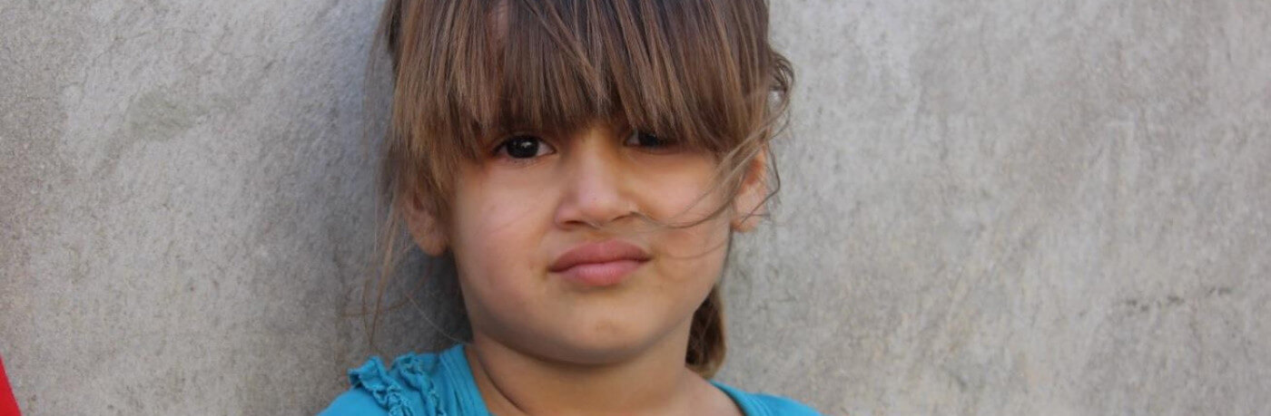 Cute-girl-refugee-2-1400x459_c